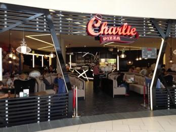 """Rīgā durvis vēris jauns """"Charlie pizza"""" restorāns ar atvērtā tipa virtuvi"""