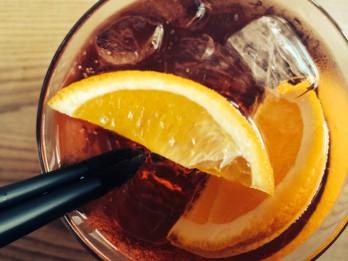 TOP 3 romantiskākie kokteiļi siltiem vasaras vakariem