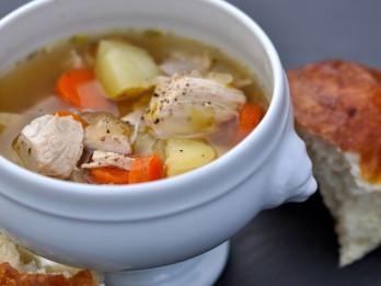 Lēti un garšīgi- vienkāršā gaļas un dārzeņu zupa