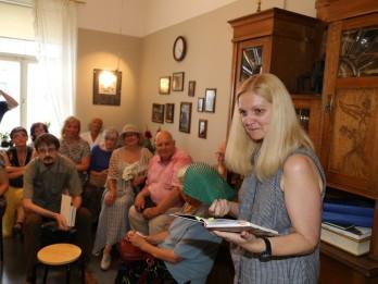 """Prezentē unikālu dzejas krājumu """"100 dzejoļi Latvijai"""""""