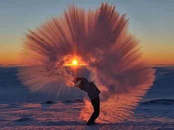 Foto: Šādi izskatās bargā salā izlieta karsta tēja