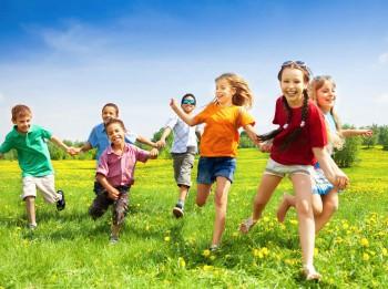 Aicina pieteikt projektus Rīgas bērnu un jauniešu brīvā laika aktivitāšu organizēšanai vasarā