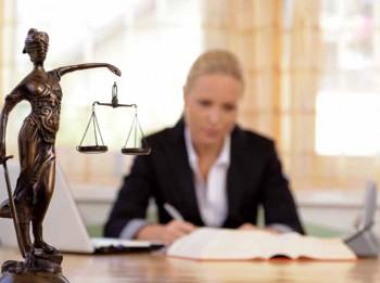 Notāri: Atteikšanās no lieciniekiem pie testamenta sastādīšanas veicinājusi cilvēku vēlmi taisīt testamentu