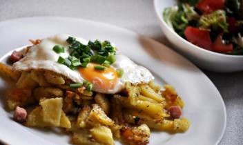 Ar garšvielām cepti kartupeļi zemnieku gaumē