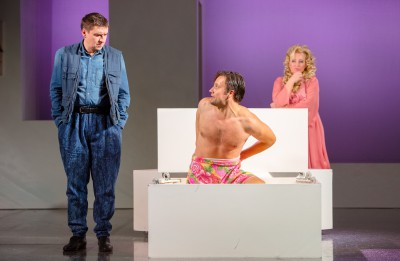 """Foto ieskats Daugavpils teātra izrādē """"Iemīlējās muļķis muļķītē"""""""