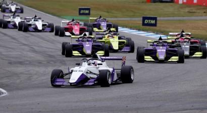 """""""Ferrari"""" savā topošo F1 pilotu programma plāno iekļaut sievieti"""