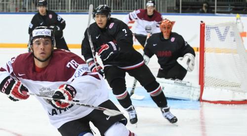 Nespējot tikt pie spēles laika AHL, Dzierkals nosūtīts uz ECHL