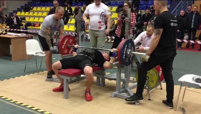 Krīt Latvijas rekordi arī svara stieņa spiešanā guļus bez ekipējuma
