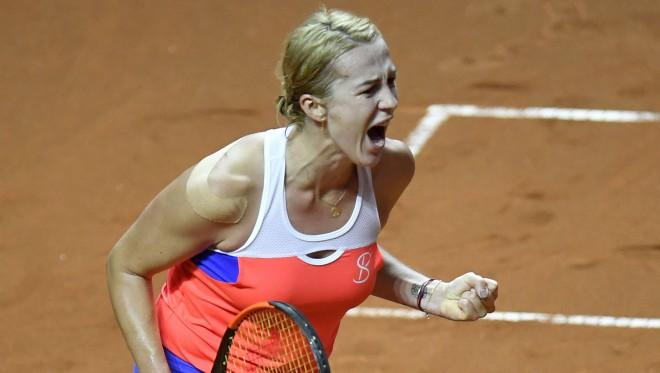 Pavļučenkova 3,5 stundas ilgā finālā atspēlē divas mačbumbas pret Cibulkovu