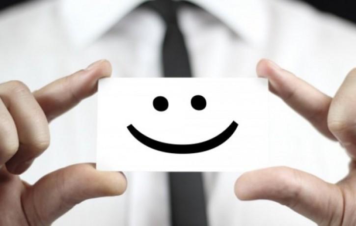 8 ieteikumi, kā izteikt komplimentu ar glanci