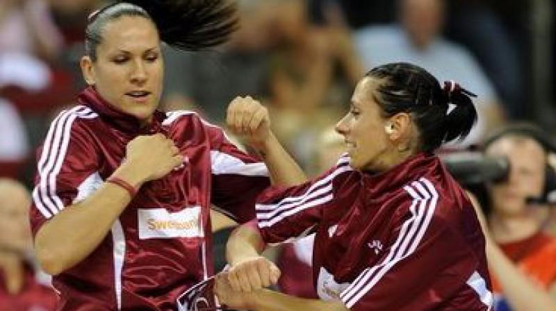 Liene Jansone un Gunta Baško-Melnbārde Foto: Romāns Kokšarovs, Sporta Avīze, f64