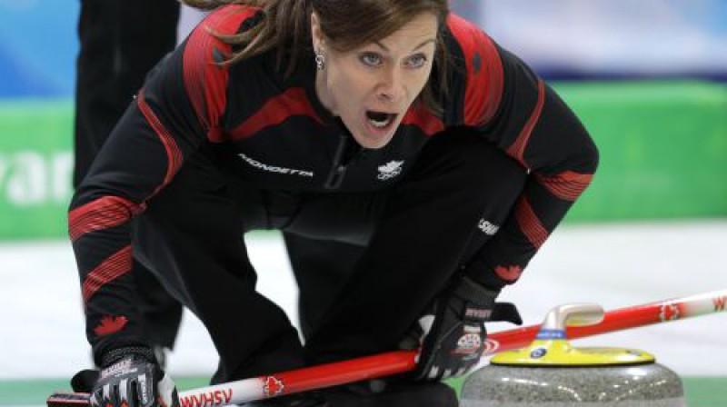 Kanādas kērlinga izlases līdere Šerila Bernāra šodien nospēlēja izcili Foto: AP/Scanpix