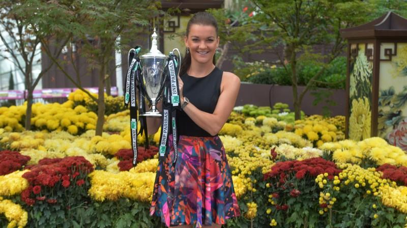 """Agņeška Radvaņska ar """"WTA Finals"""" trofeju. Foto: AFP/Scanpix"""