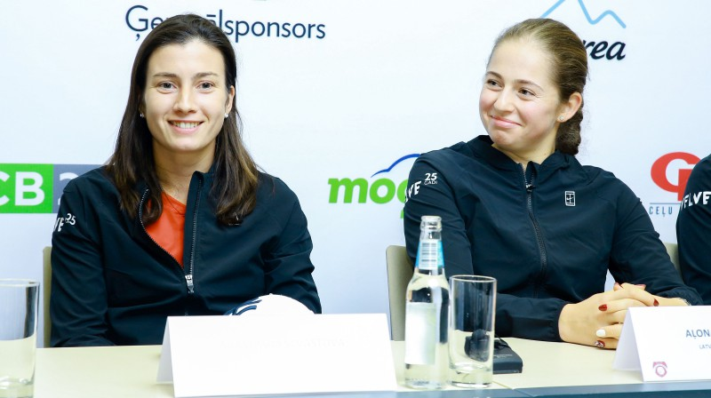 Anastasija Sevastova un Aļona Ostapenko. Foto: Dmitrijs Suļžics/f64