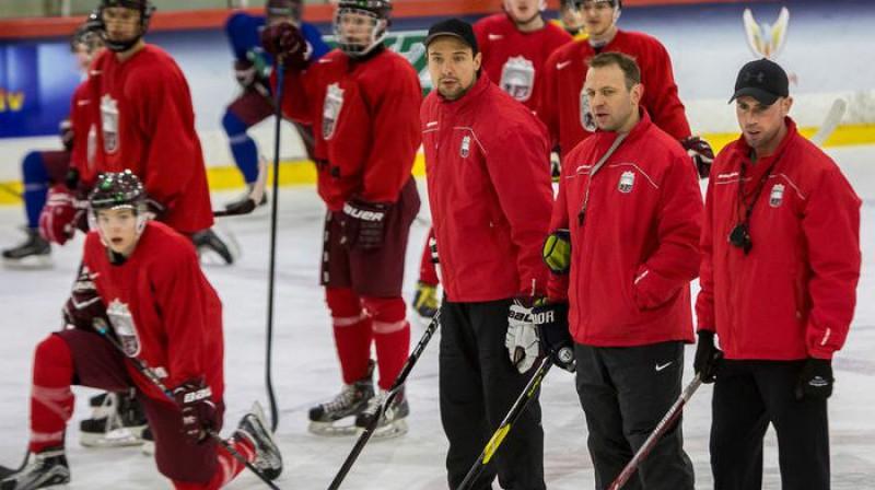 Latvijas U20 izlases treneri Raimonds Vilkoits, Kārlis Zirnis un Frensiss Anzalone. Foto: Guntis Lazdāns