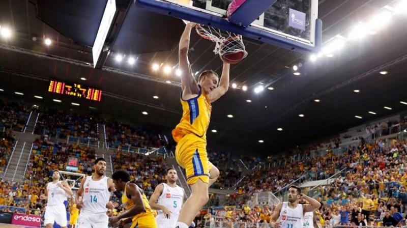 """Anžejs Pasečņiks: """"alley-oop"""" un atspēlēšanās no -20 pret """"Murcia"""". Foto: Gran Canaria"""