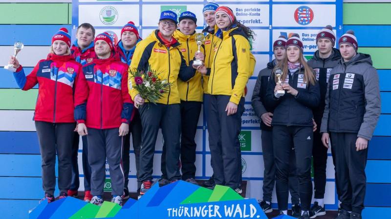 Latvijas jaunie kamaniņu braucēji (pa labi) pēc otrās vietas junioru Pasaules kausa posmā. Foto: imago/foto2press/Scanpix