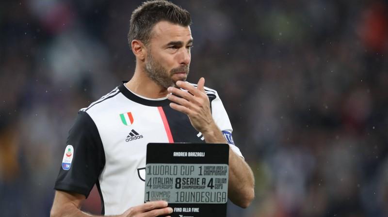 Karjeru beidzošais Andrea Bardzalji viņa godināšanas pasākumā. Foto: imago images / Sportimage / Scanpix