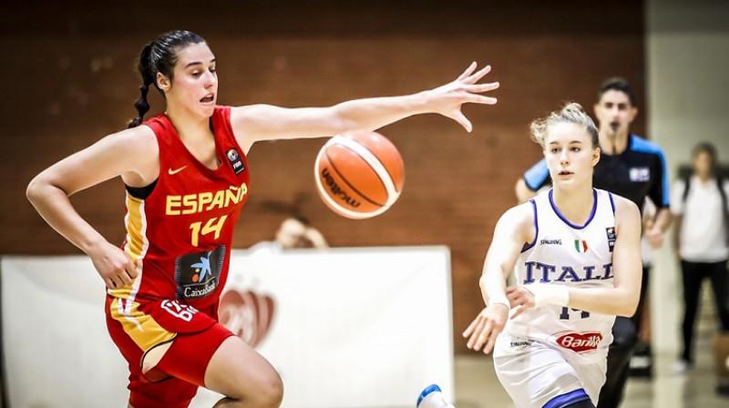 Reikela Kvintana un Ilarija Panzera. Foto: FIBA