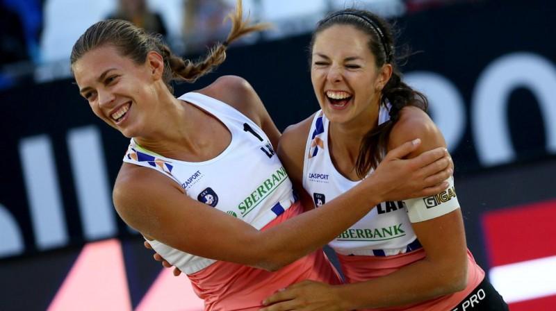 Tīna Graudiņa un Anastasija Kravčenoka. Foto: CEV