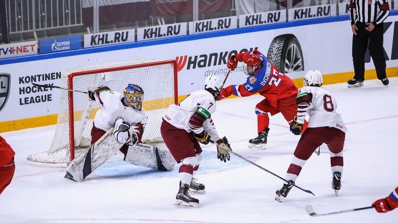Latvijas U18 hokeja izlase spēlē pret Krieviju. Foto: Guntis Lazdāns