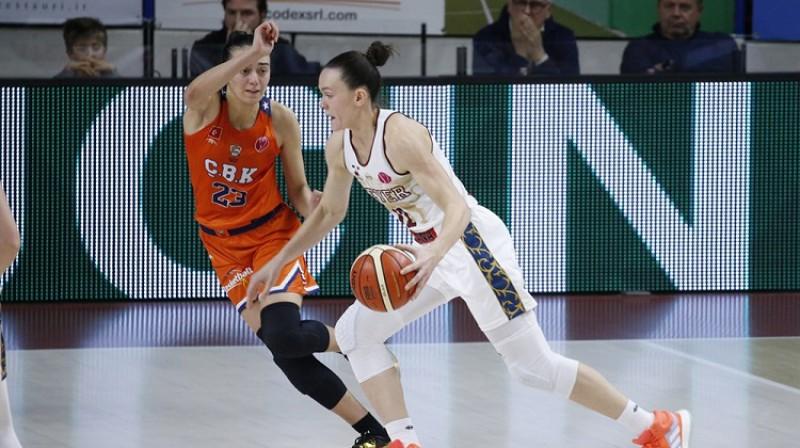 Anete Šteinberga sameta 10 no pirmajiem 14 Venēcijas punktiem. Foto: FIBA