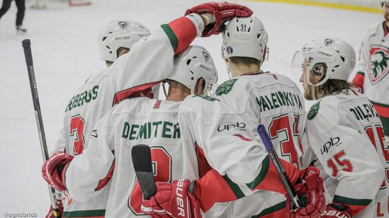 Marks Kaļeiņikovs komandas biedru vidū. Foto: Agris Bricis, OHL