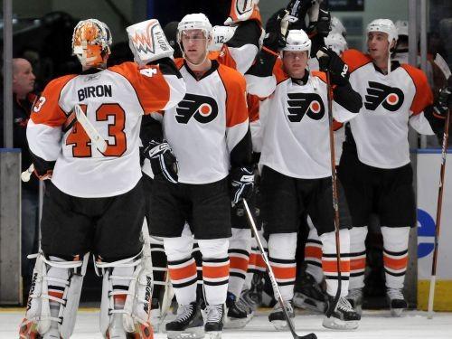 ''Flyers'' viesos pārspēj ''Rangers''