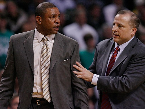 NBA mēneša treneri - Popovičs un Riverss