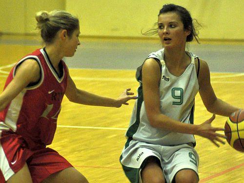 """""""DU"""" basketbolistes piekāpjas Daugavpils jaunatnes vīriešu komandai"""
