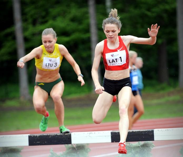Jeļizarova šokē, labojot Latvijas rekordu par 18 sekundēm