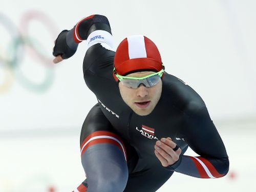 Silovs iegūst 37. vietu 500 metros ātrslidošanā, viss goda pjedestāls Nīderlandei