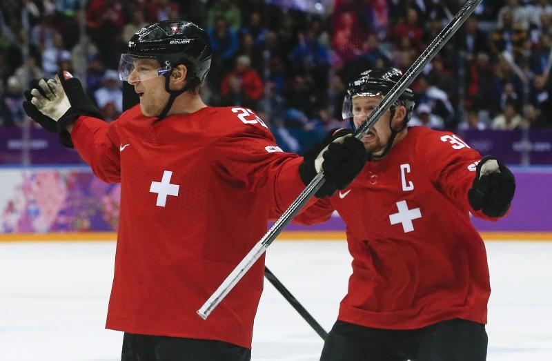 """Mediji: """"Šveices hokeja Titānikam jāuzmanās no latviešu aisberga"""""""