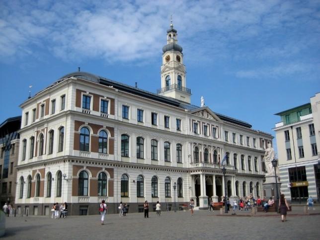 No 11. janvāra Rīgas iedzīvotājus aicina pieteikties latviešu valodas bezmaksas attālinātiem kursiem