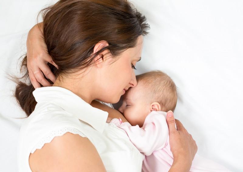 Kāpēc zīdainim vislabākais ir mātes piens?