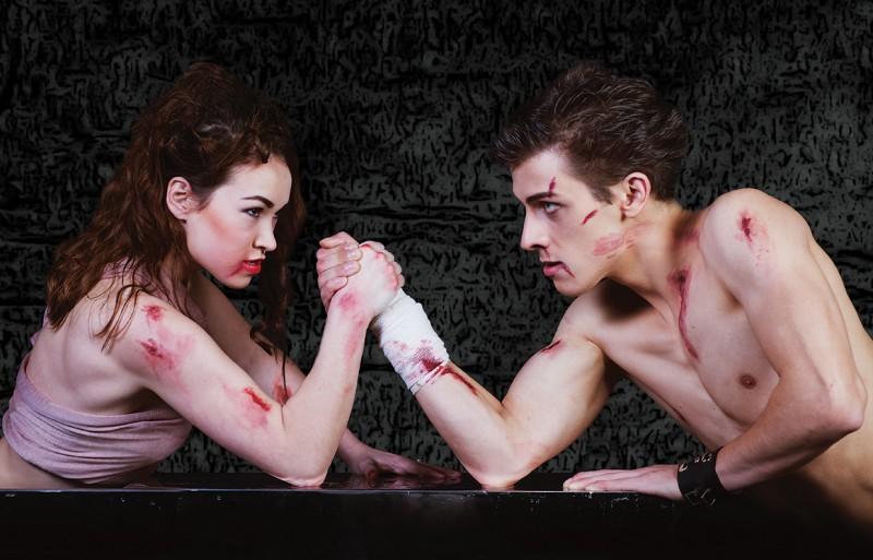"""""""Parunāsim?"""" – jauna dejas izrāde Daugavpils teātrī"""