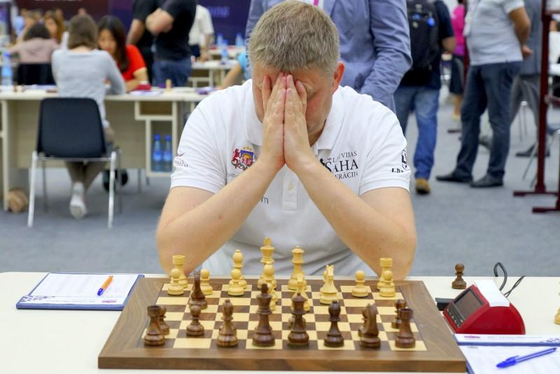 Latvijas vīrieši šaha olimpiādē pakāpjas uz 7. vietu