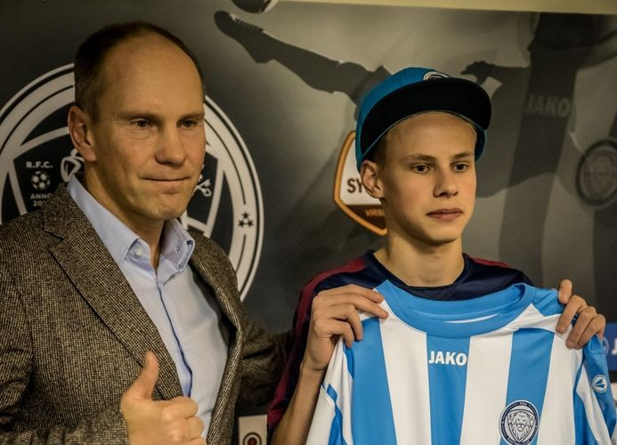 """""""Riga FC"""" noslēdz līgumu ar 15 gadus vecu kibersportistu"""