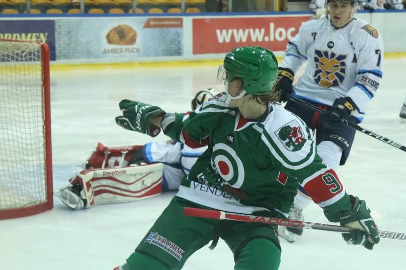 Latvijas klubu hokeja izlase pārbaudes spēlē zaudē Lietuvai