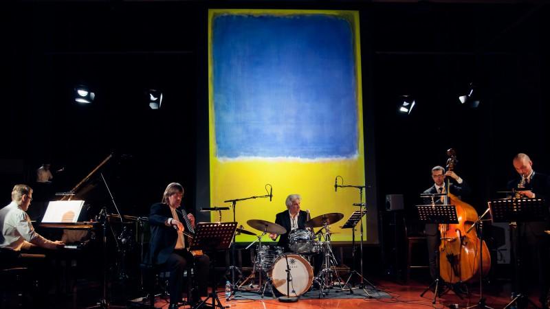 Latvijas labākie džeza izpildītāji Briselē aicina atzīmēt Latvijas valsts simtgadi