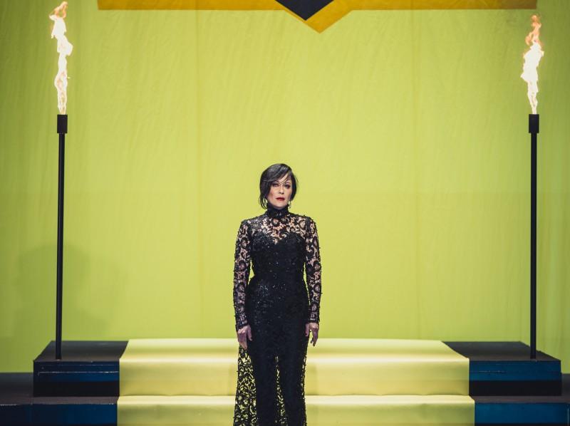 """Dailes teātrī tapis Dž.Dž.Džilindžera iestudējums """"Būt Kejai Gondai"""""""