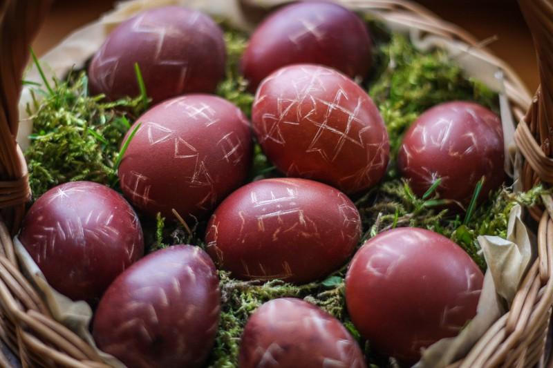 """Lieldienas plāno svinēt 96% aptaujāto, olas mēdz krāsot pat ar """"zeļonku"""""""