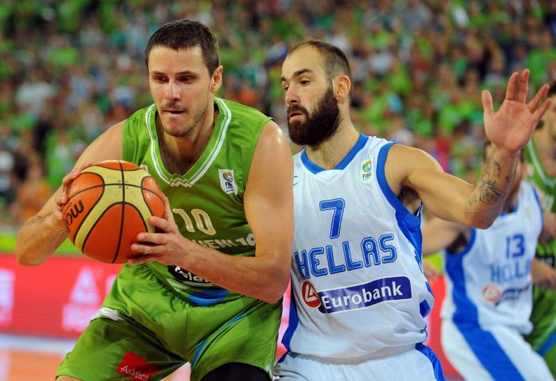 Nahbars 37 gadu vecumā liek punktu spožajai basketbolista karjerai
