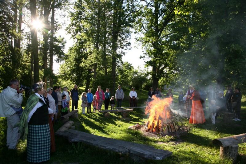 Vasaras saulgrieži latviskās tradīcijās Pastariņa muzejā