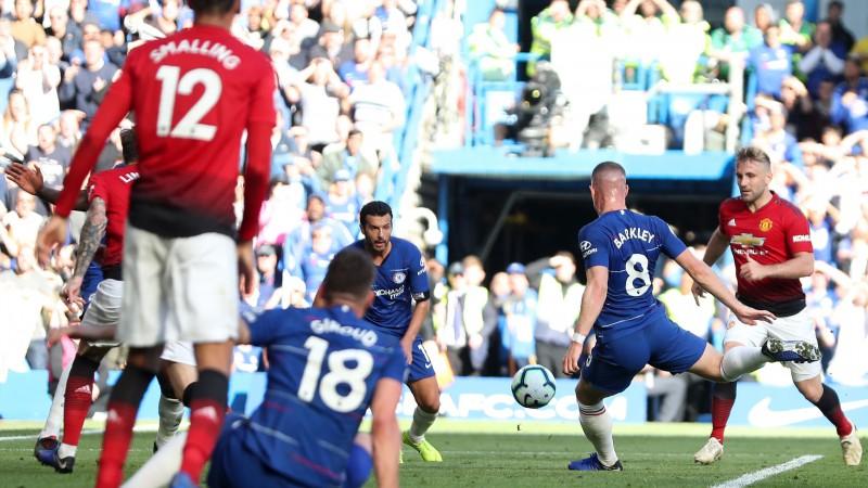 """""""Chelsea"""" aizraujošā cīņā izrauj neizšķirtu pret """"United"""", Morinju iesaistas kautiņā"""