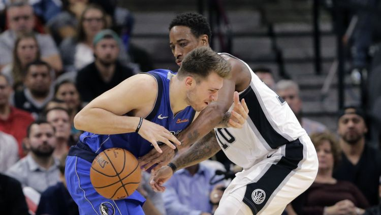 """""""Spurs"""" papildlaikā pieveic Dalasu un 31 punktu guvušo Dončiču"""