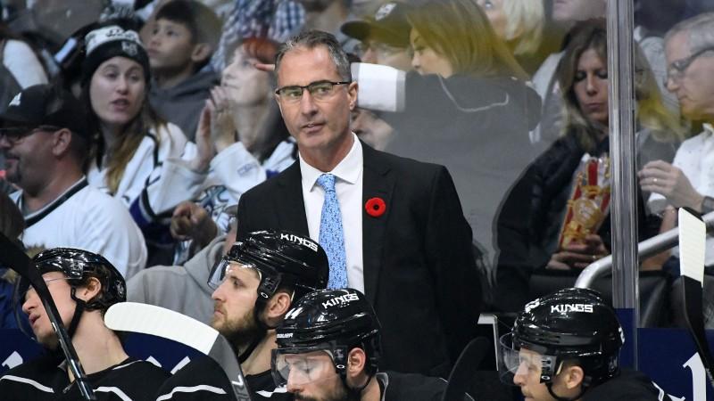 """Pirmais atlaistais treneris jaunajā NHL sezonā – Losandželosas """"Kings"""" atbrīvo Stīvensu"""