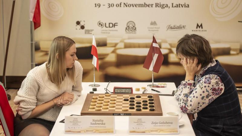 Golubeva un Sadovska Rīgā vienojas par neizšķirtu otrajā titulcīņas spēlē