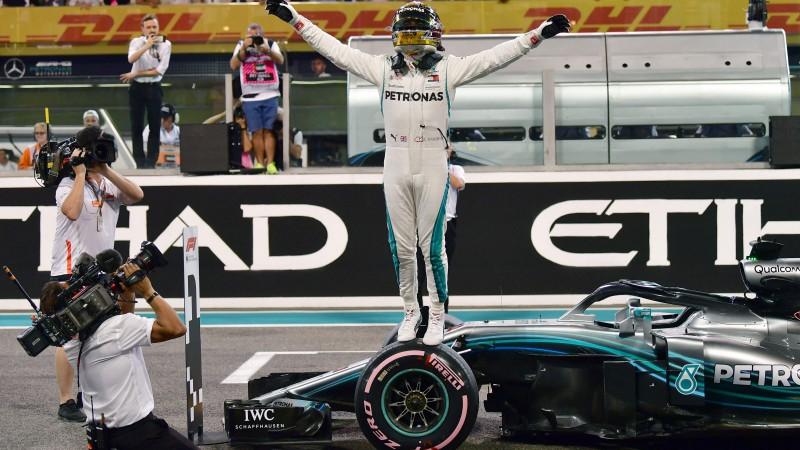 F1 komandu bosi par 2018. gada labāko pilotu pārliecinoši atzīst Hamiltonu