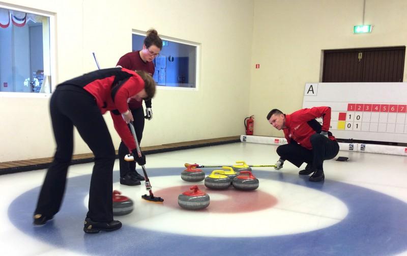 Jaukto pāru kērlinga komandas cīnīsies par Latvijas čempiona titulu